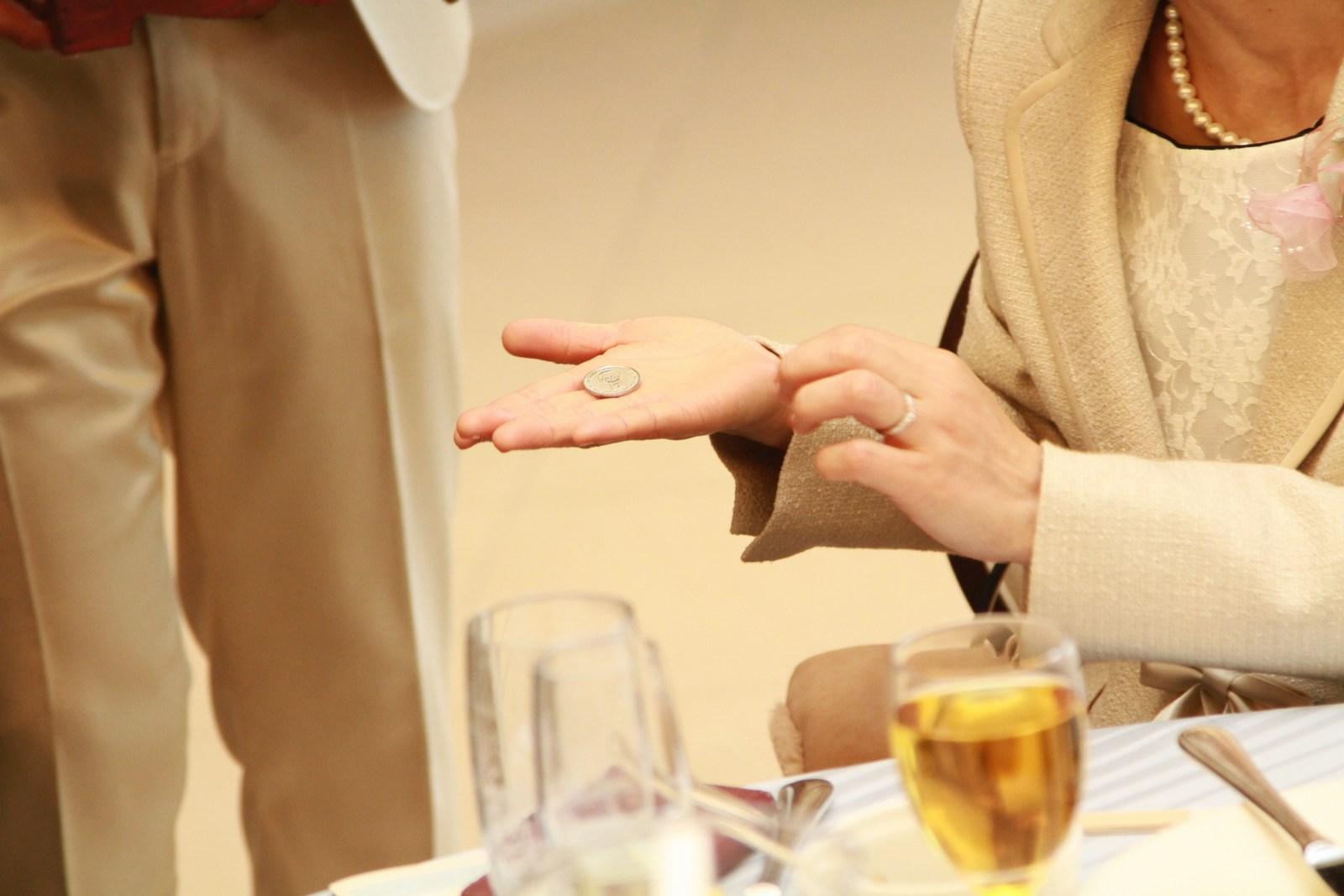 徳島市の結婚式場ブランアンジュで配られた小さなガチャガチャ用のコイン