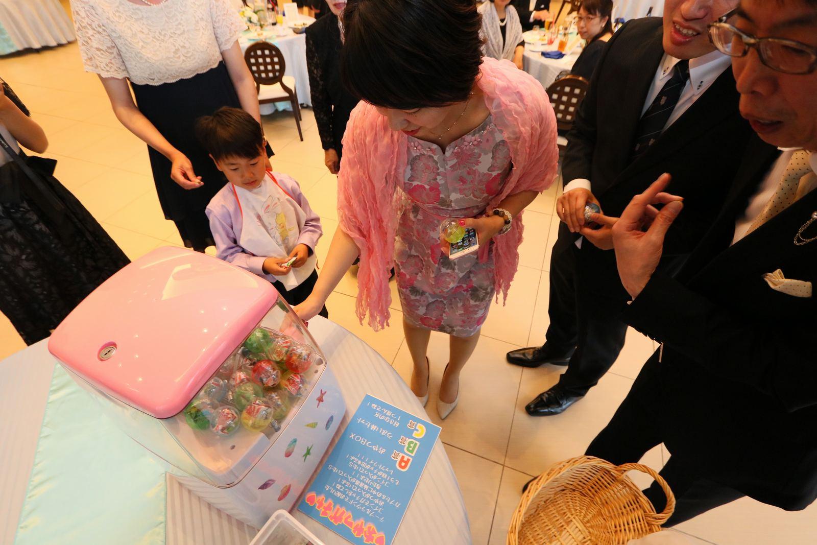 徳島市の結婚式場ブランアンジュでゲストも楽しめたオリジナルのおやつガチャ