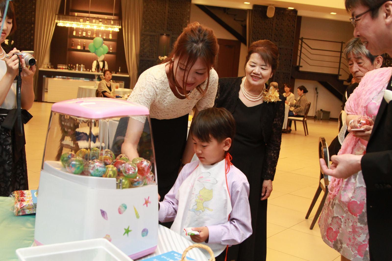 徳島市の結婚式場ブランアンジュでのお子様に大人気のおやつガチャ