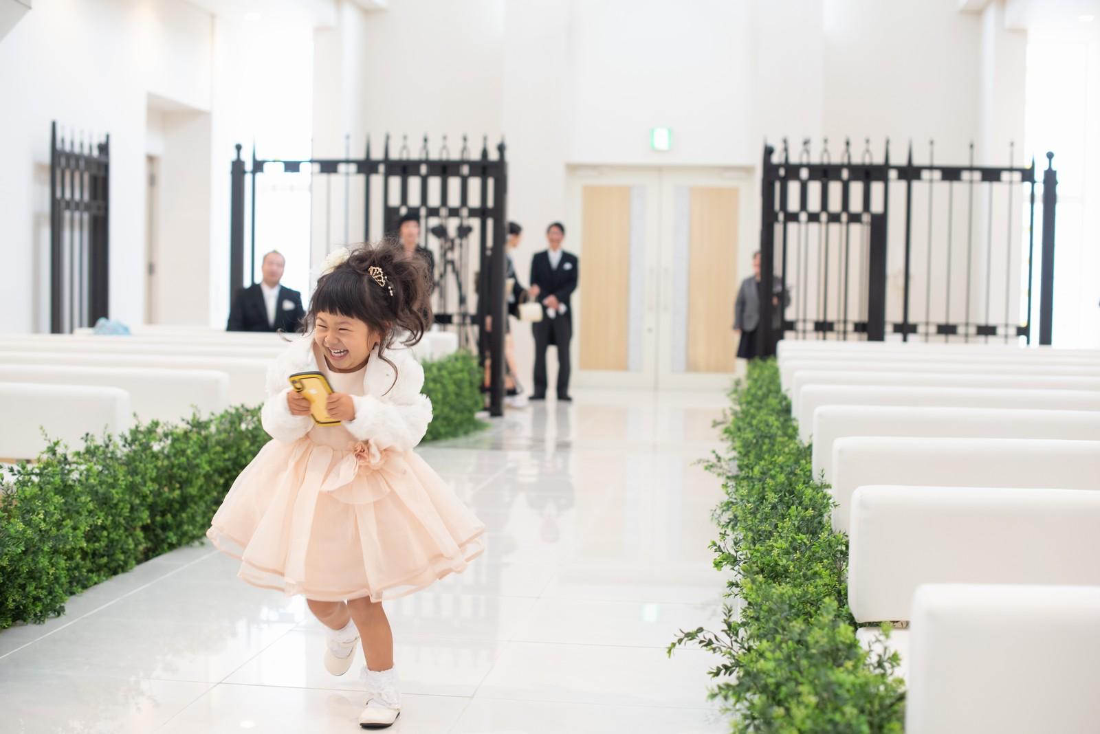 徳島市の結婚式場ブランアンジュの結婚式で元気よくお手伝いしてくれたリングガール