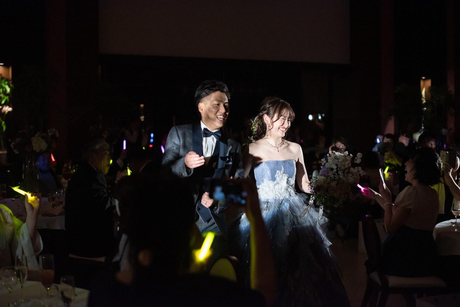 徳島県の結婚式場ブランアンジュの披露宴でお色直し入場した新郎新婦
