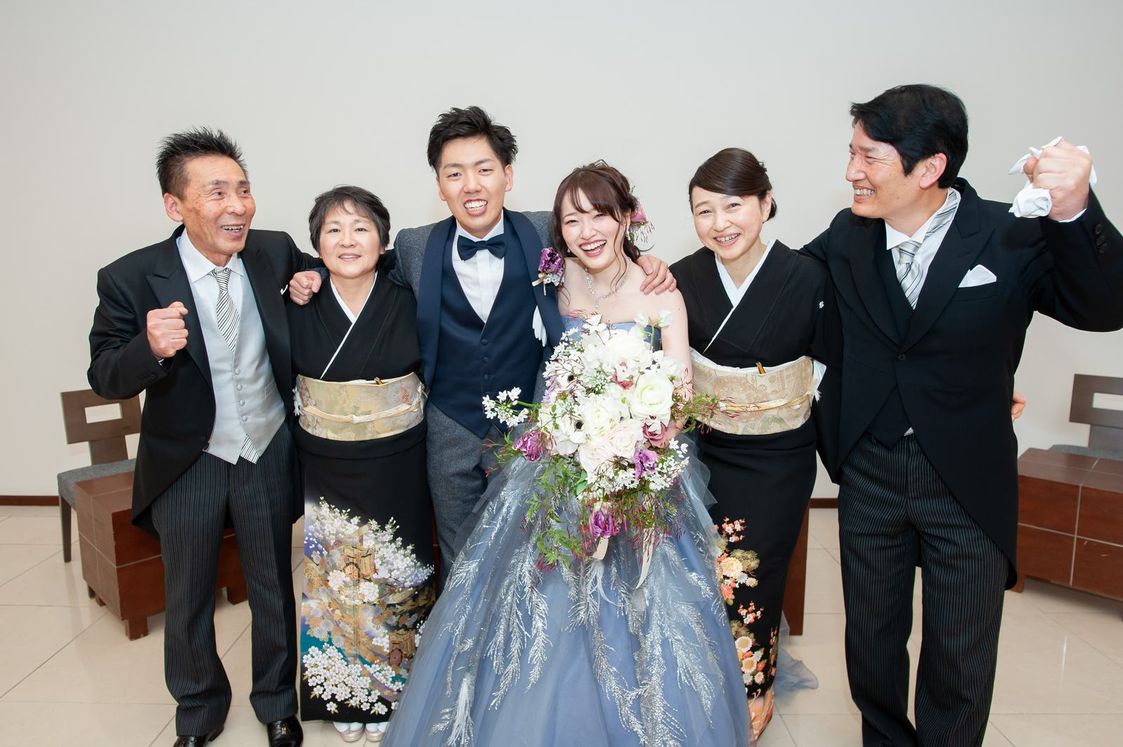 徳島県の結婚式場ブランアンジュで無事お開きを迎え達成感あふれる記念写真