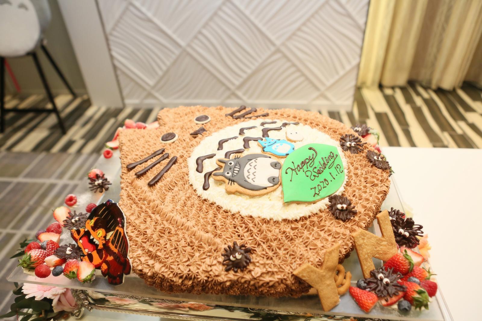 徳島県の結婚式場ブランアンジュで大好きなトトロをモチーフにしたウエディングケーキ