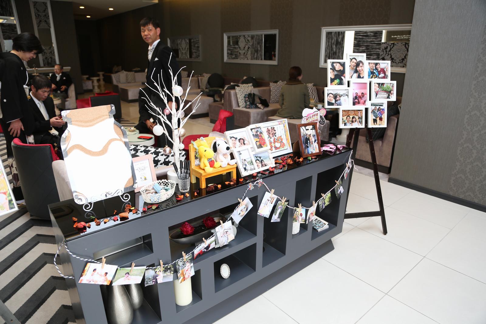 徳島市の結婚式場ブランアンジュで待合ロビーに飾った写真やアイテム
