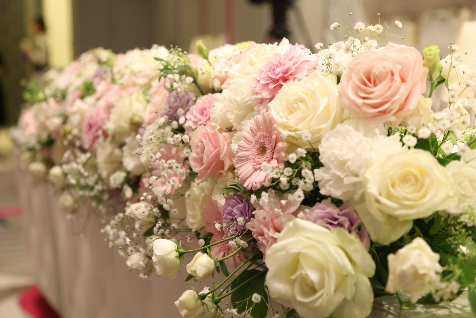 徳島市の結婚式場ブランアンジュでピンクとラベンダーのかわいいテーブルコーディネート