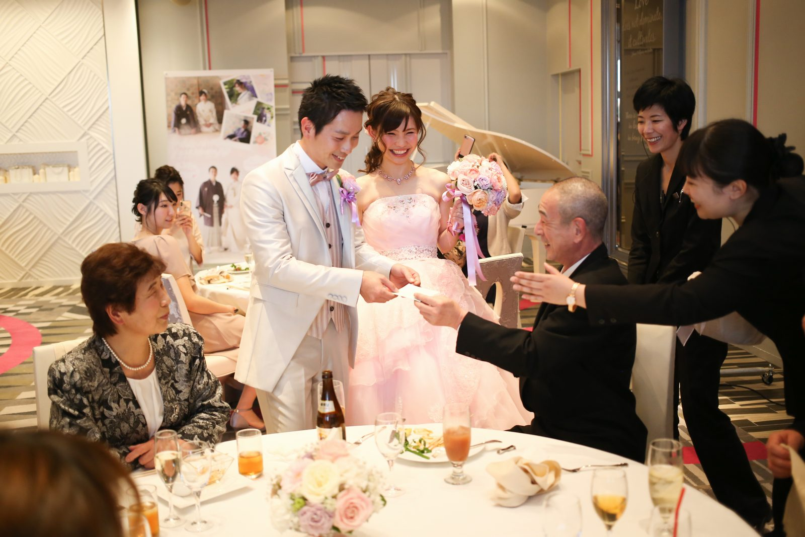 徳島市の結婚式場ブランアンジュでフォトサービスをする新郎新婦