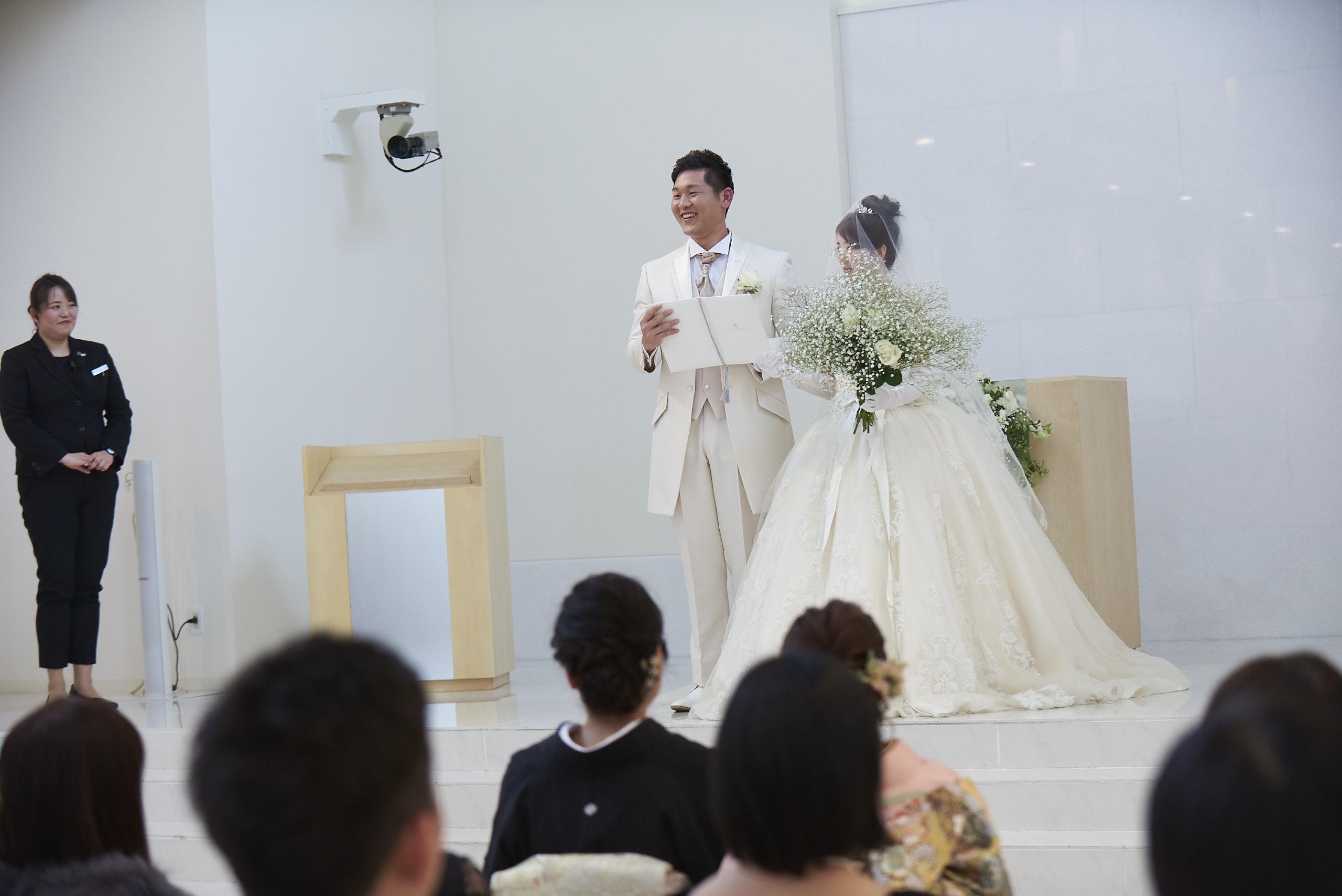 徳島市の結婚式場ブランアンジュの人前式で誓いの詞を述べる新郎新婦様