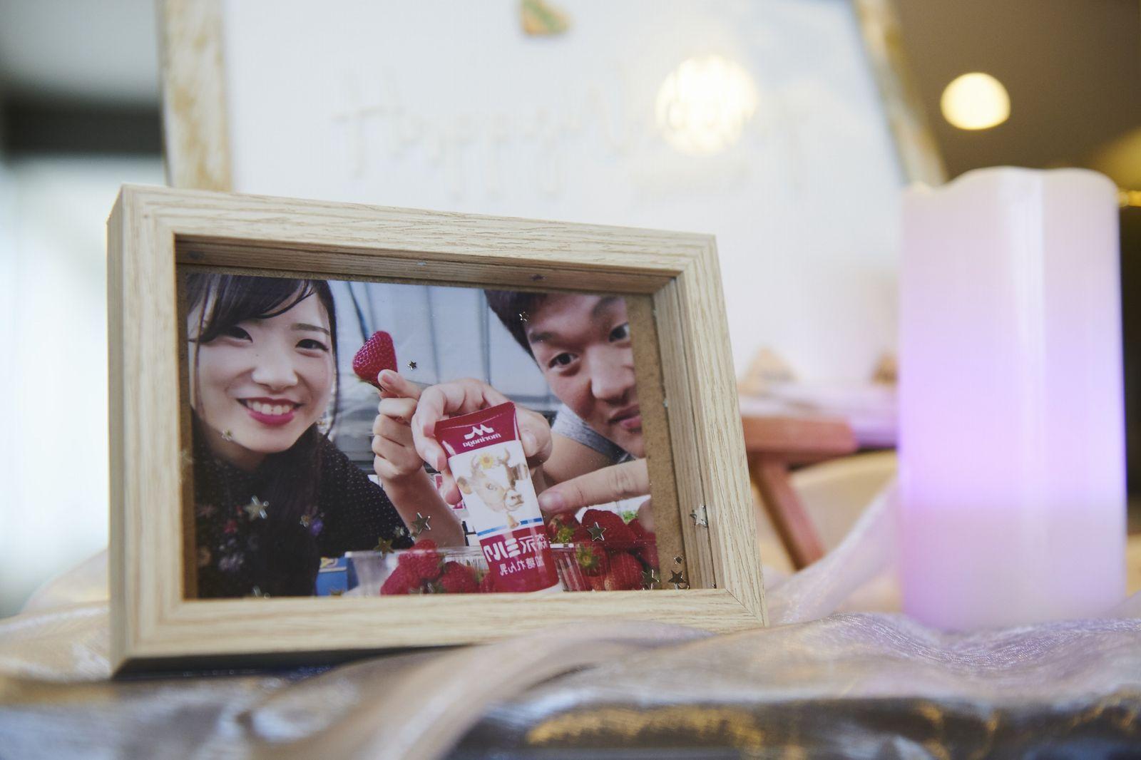 徳島市の結婚式場ブランアンジュで新郎新婦様の思い出の写真を飾ったフォトフレーム