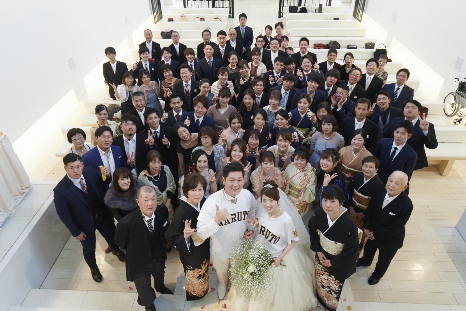 徳島市の結婚式場ブランアンジュでスカイフォトで撮影した全員の集合写真