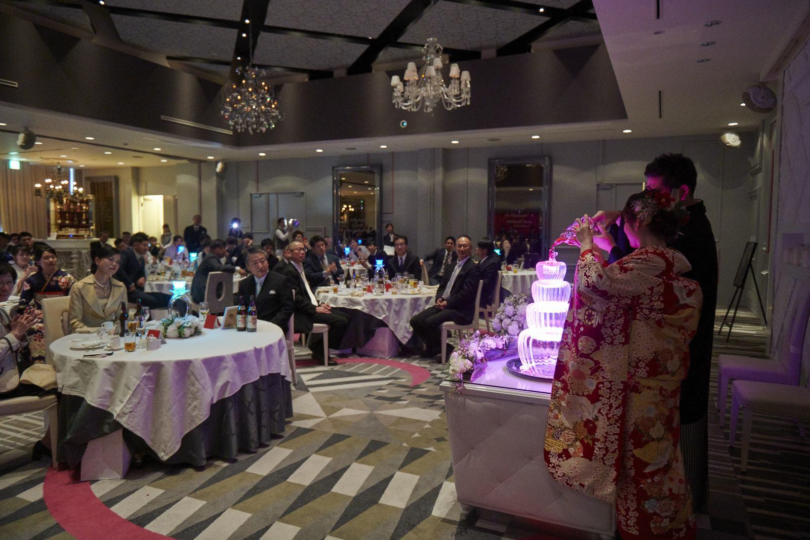 徳島市の結婚式場ブランアンジュでメインタワー演出を行う披露宴の様子