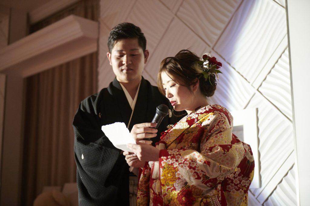徳島市の結婚式場ブランアンジュで親御様への感謝の手紙を朗読する新婦様