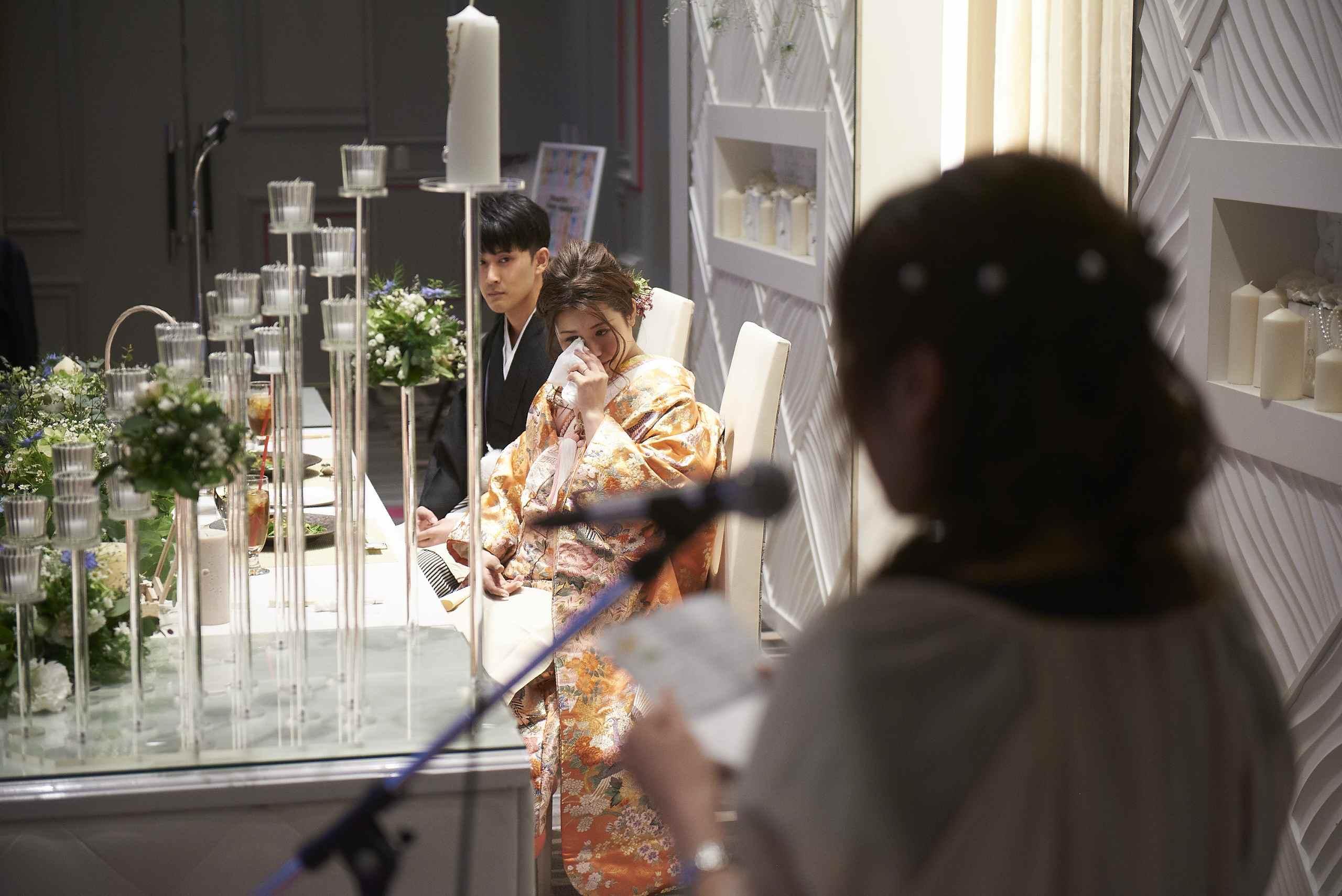 徳島市の結婚式場ブランアンジュでご友人からのスピーチに涙する新婦様