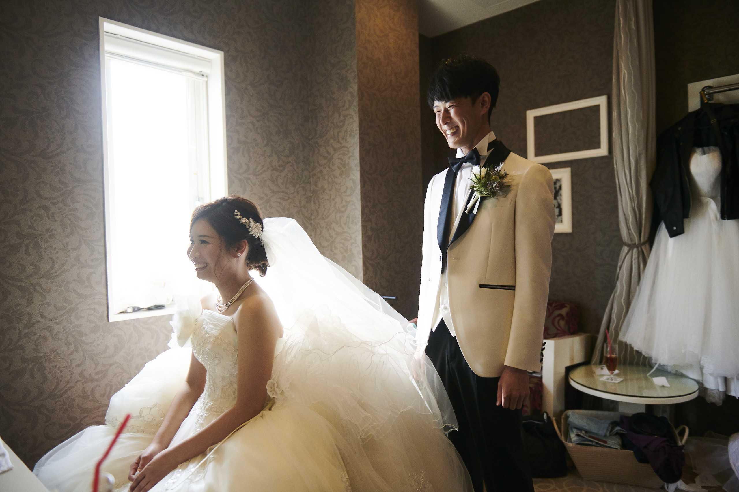 徳島市の結婚式場ブランアンジュで新婦新婦様の控え室風景