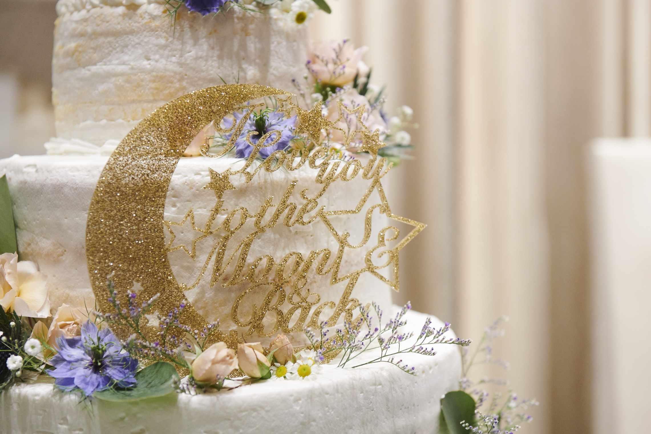 徳島氏の結婚式場ブランアンジュで新婦様の大好きだったセーラームーンのケーキ装飾