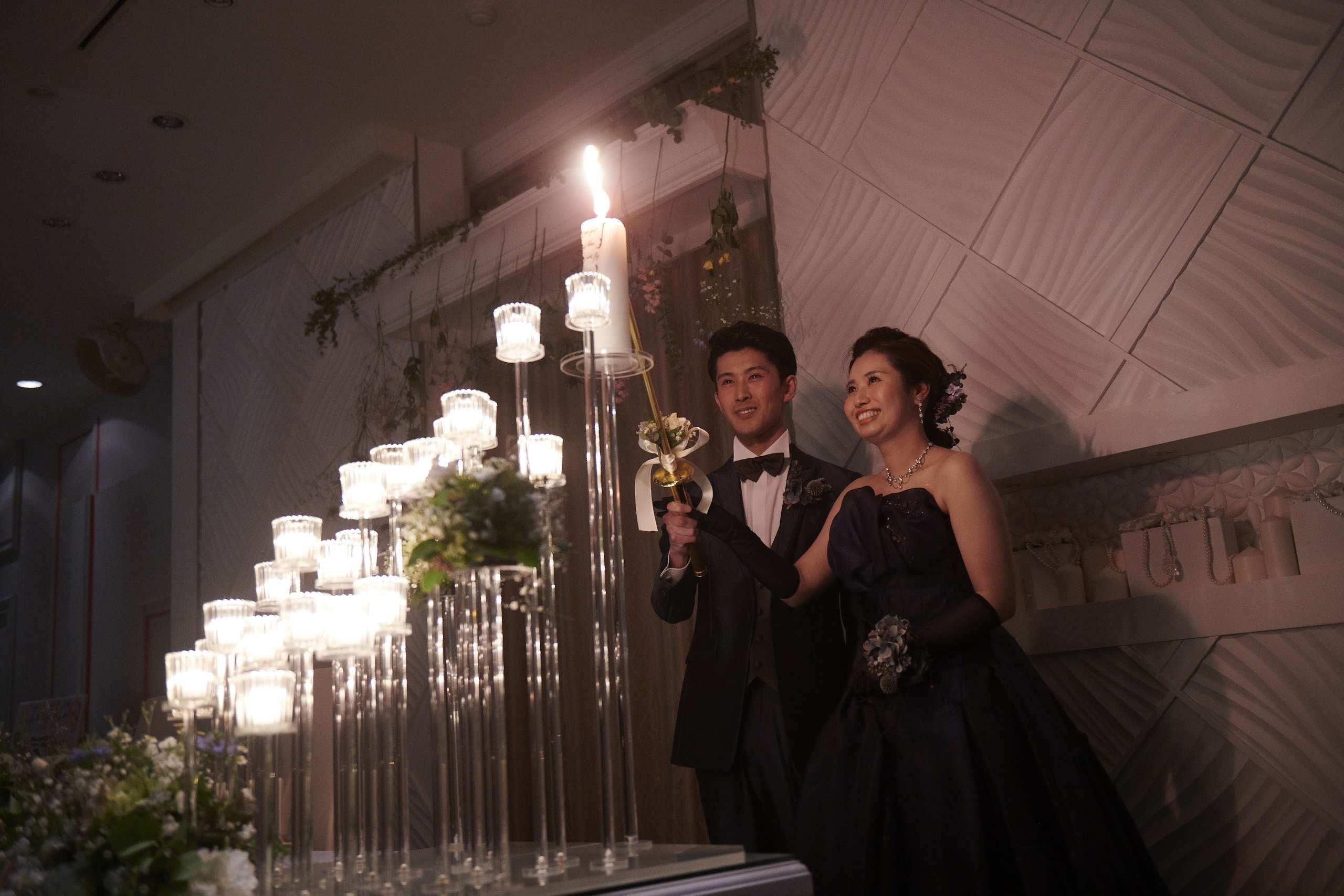 徳島市の結婚式場ブランアンジュでメインキャンドルを点火する新郎新婦様