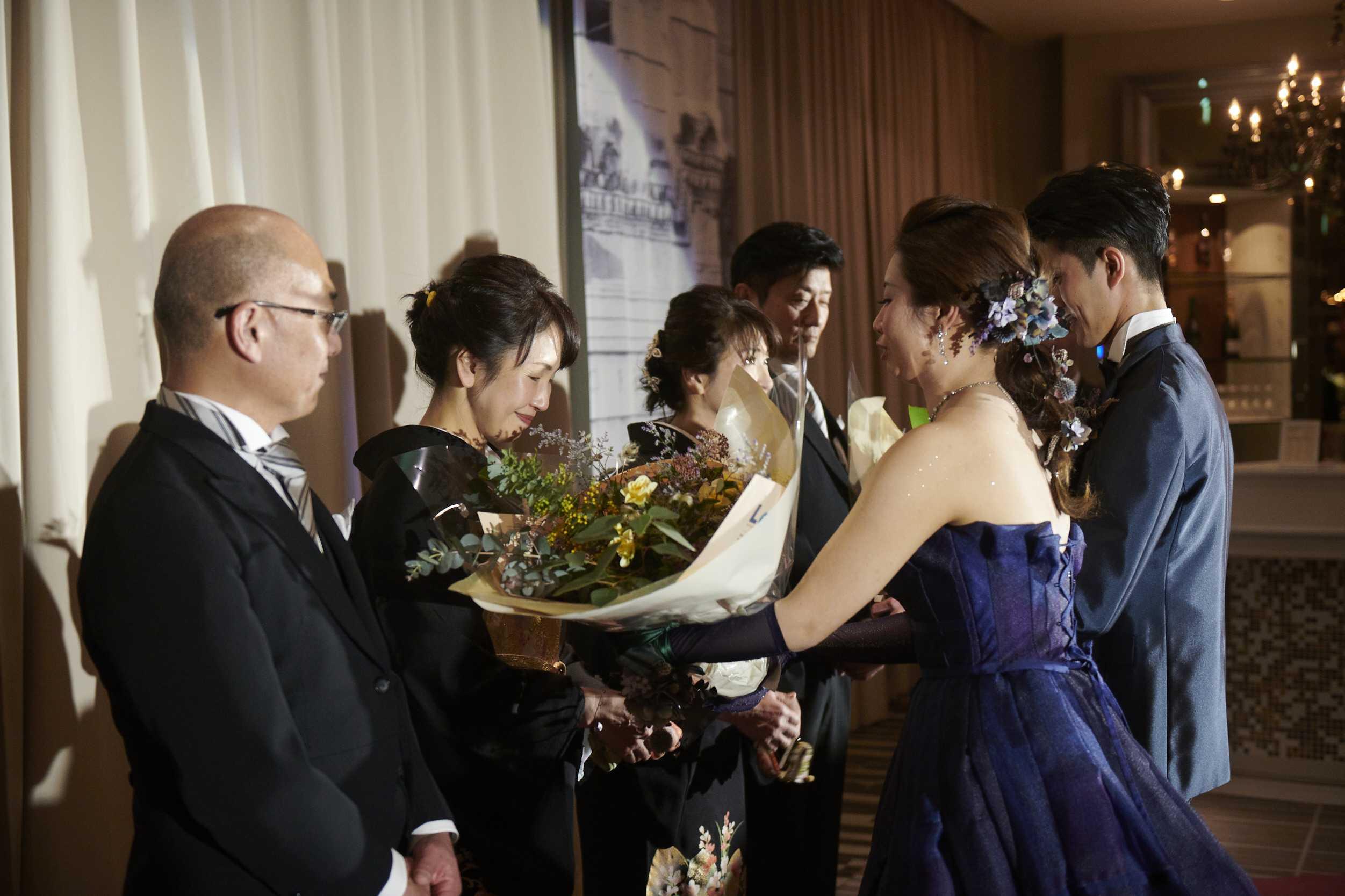 徳島市の結婚式場ブランアンジュで感謝の気持ちをこめた花束贈呈