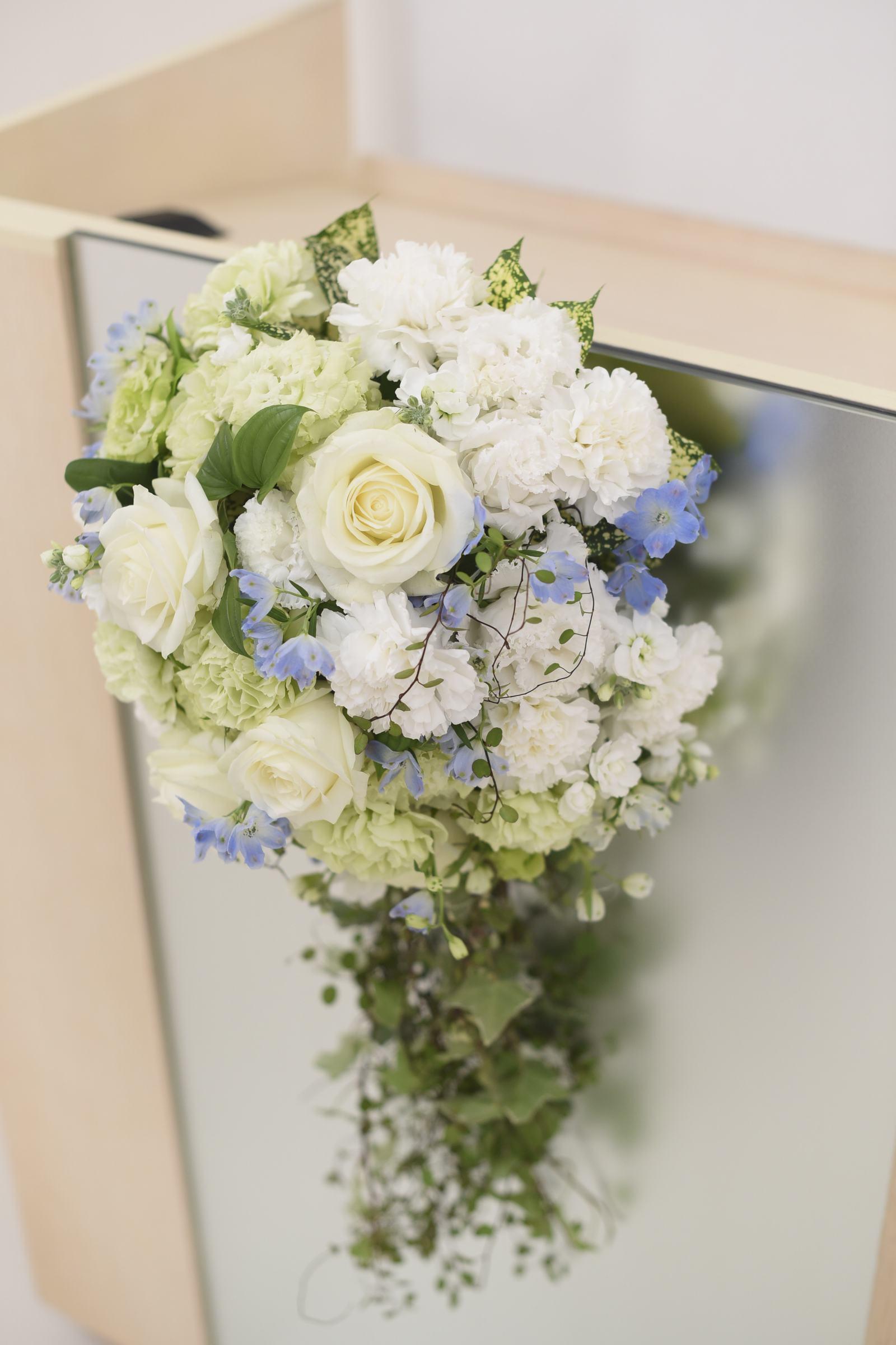 徳島市の結婚式場ブランアンジュでチャペルに飾られたお花