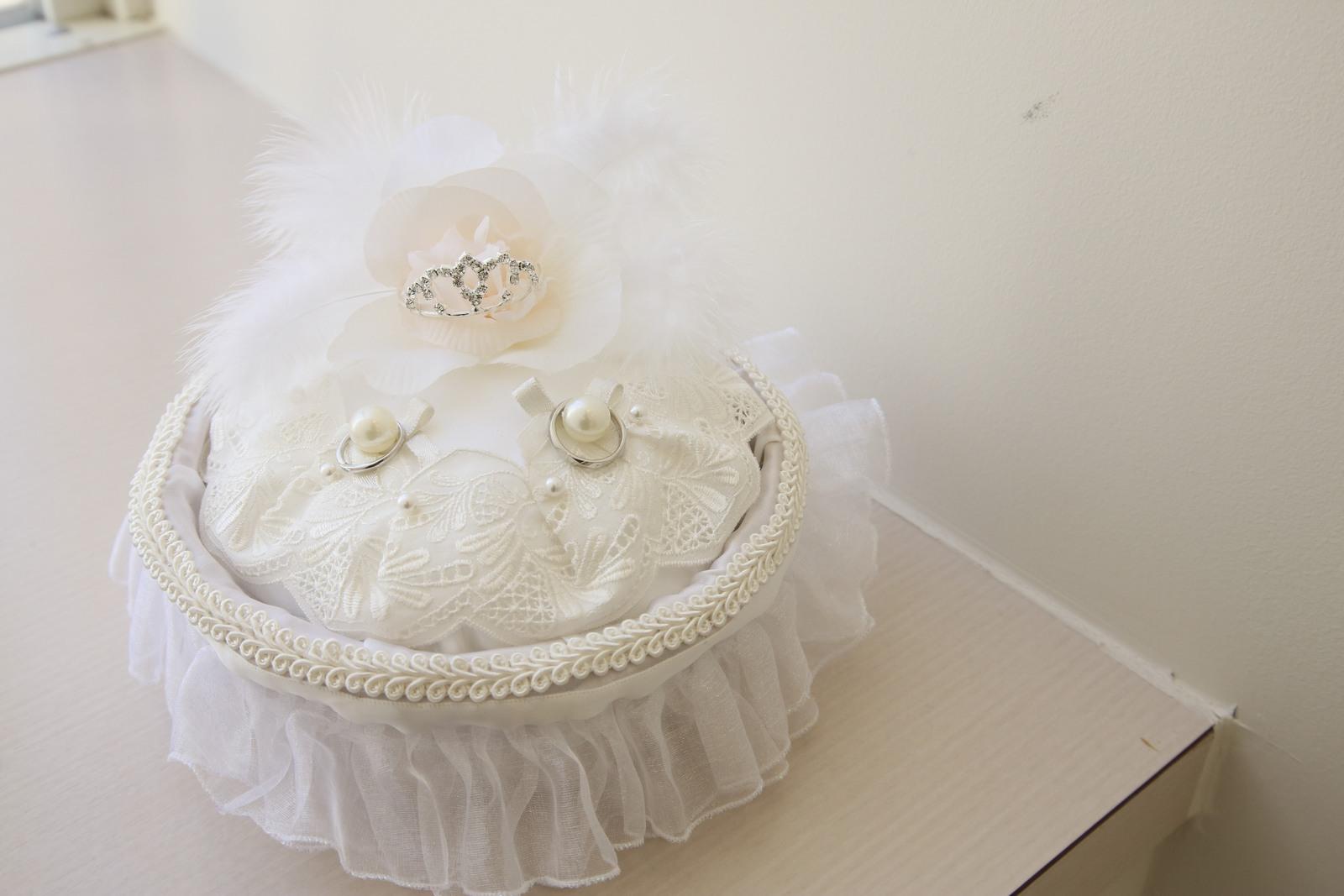 徳島市の結婚式場ブランアンジュで結婚指輪を置いていたリングピロー