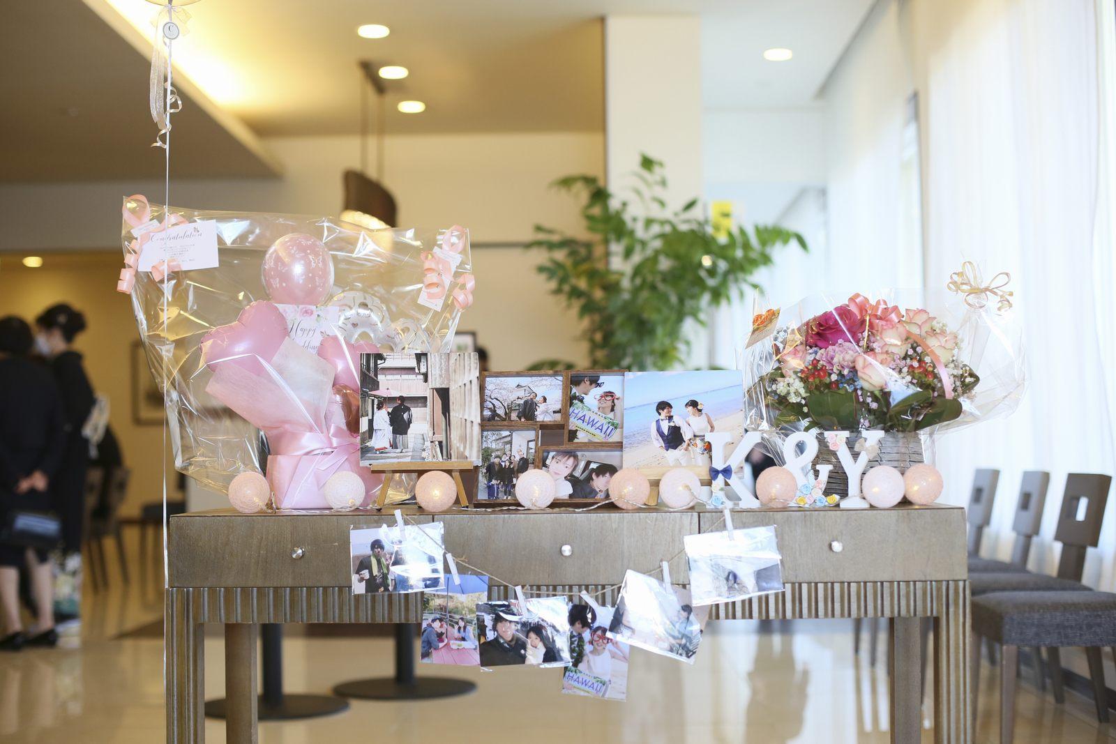 徳島市の結婚式場ブランアンジュで受付周辺に飾ったグッズ