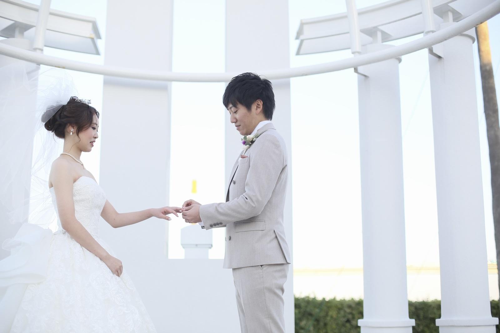 徳島市の結婚式場ブランアンジュでエンゲージカバーセレモニーを行う新郎新婦