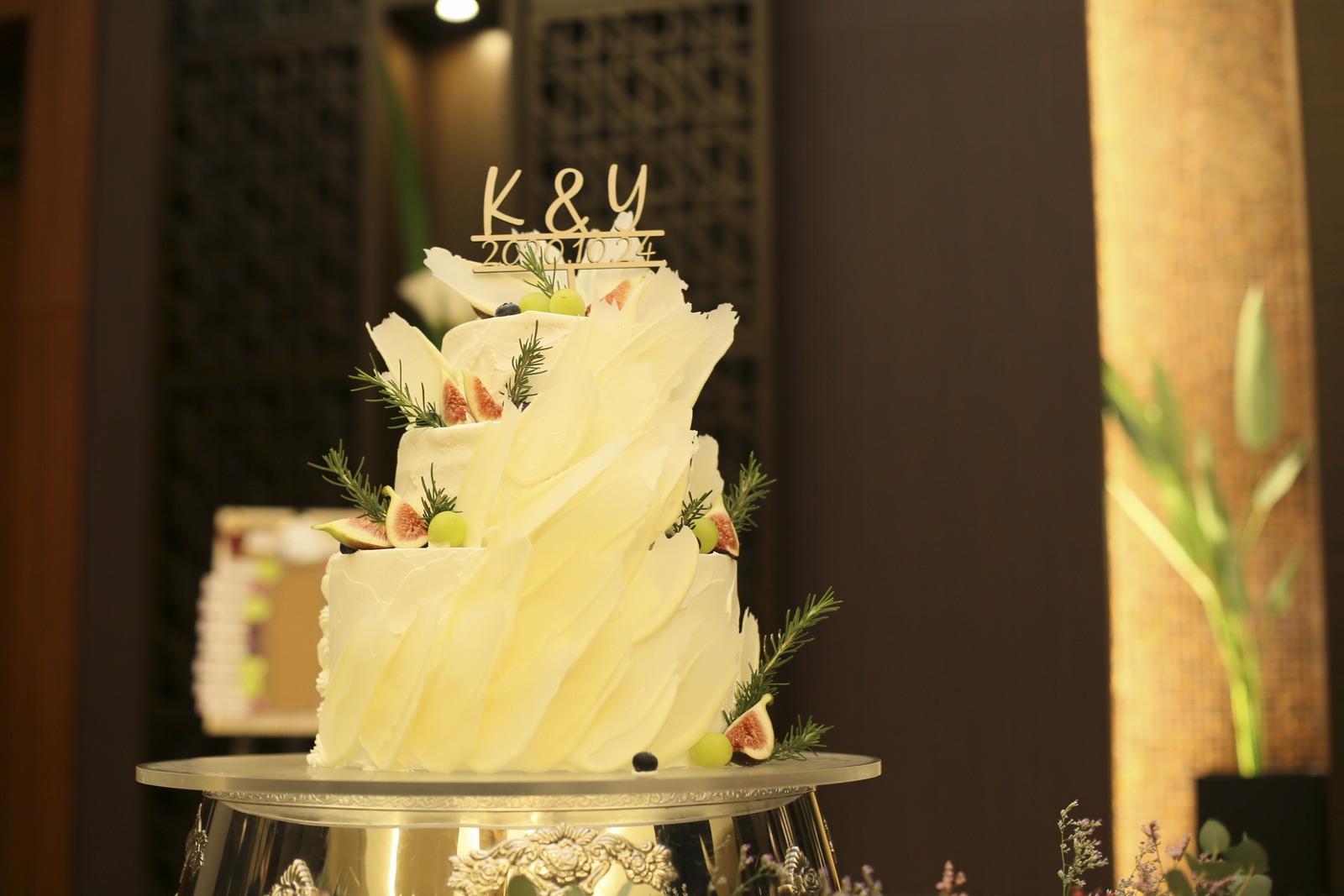 徳島県の結婚式場ブランアンジュで新郎新婦が選んだフェザーケーキ