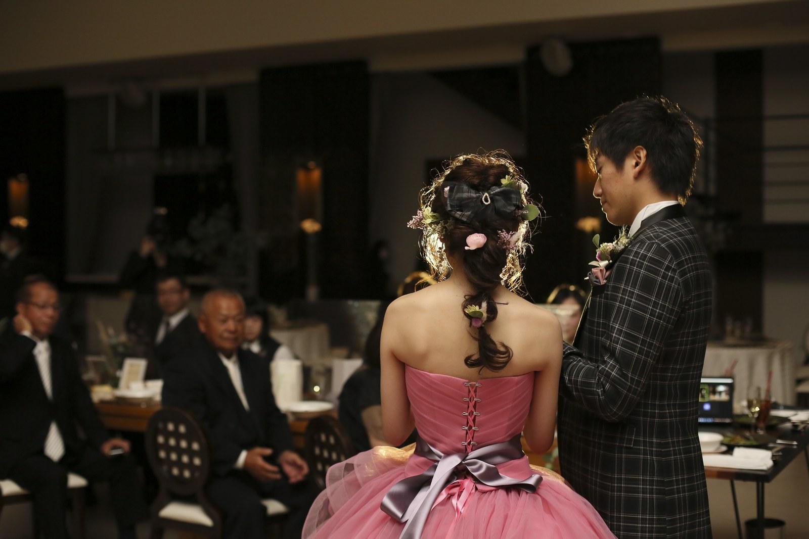 徳島県の結婚式場ブランアンジュで両親への感謝の手紙を読む新婦