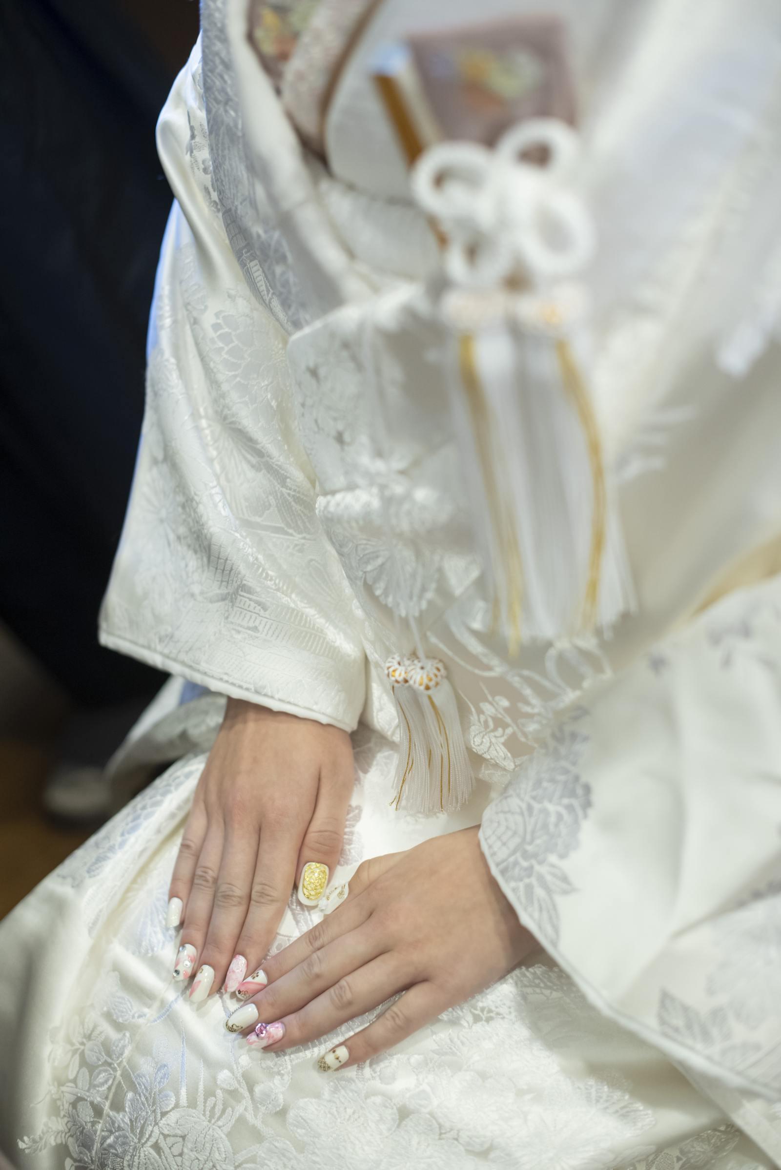 徳島市の結婚式場ブランアンジュで父が手作りしたネイルチップを身につけた新婦