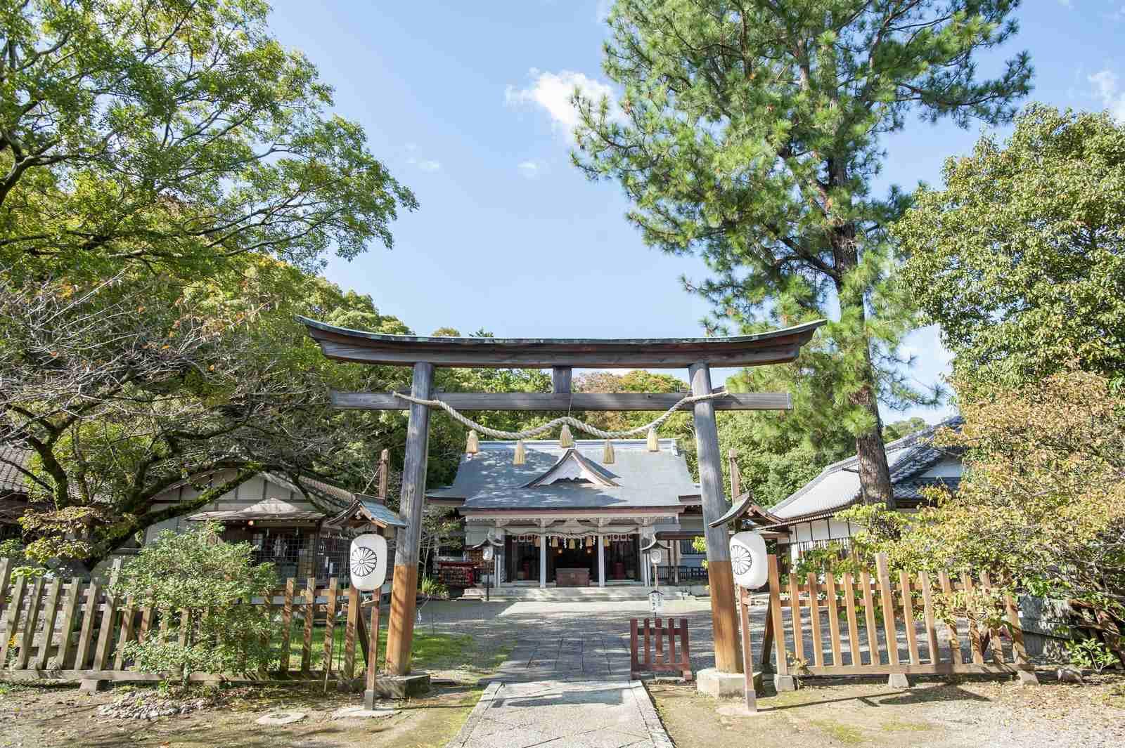 徳島市の結婚式場ブランアンジュで新郎新婦が披露宴を行う前に挙式をした忌部神社