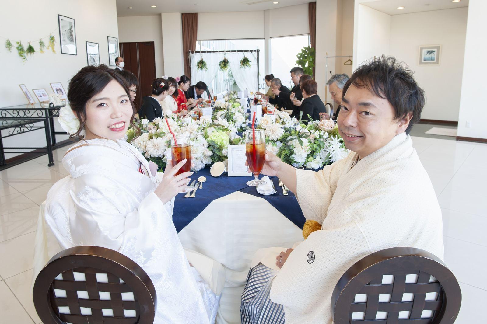 徳島市の結婚式場ブランアンジュの披露宴会場でステキな笑顔の新郎新婦